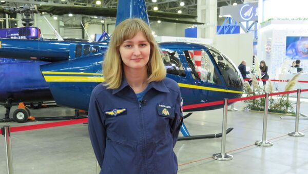 Phi công lái máy bay trực thăng Mi-8 Anastasia Apaseikina - Sputnik Việt Nam