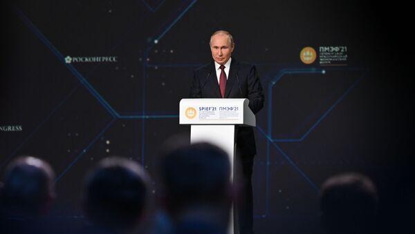Tổng thống Nga Vladimir Putin phát biểu tại Diễn đàn Kinh tế Quốc tế St.Petersburg năm 2021 - Sputnik Việt Nam