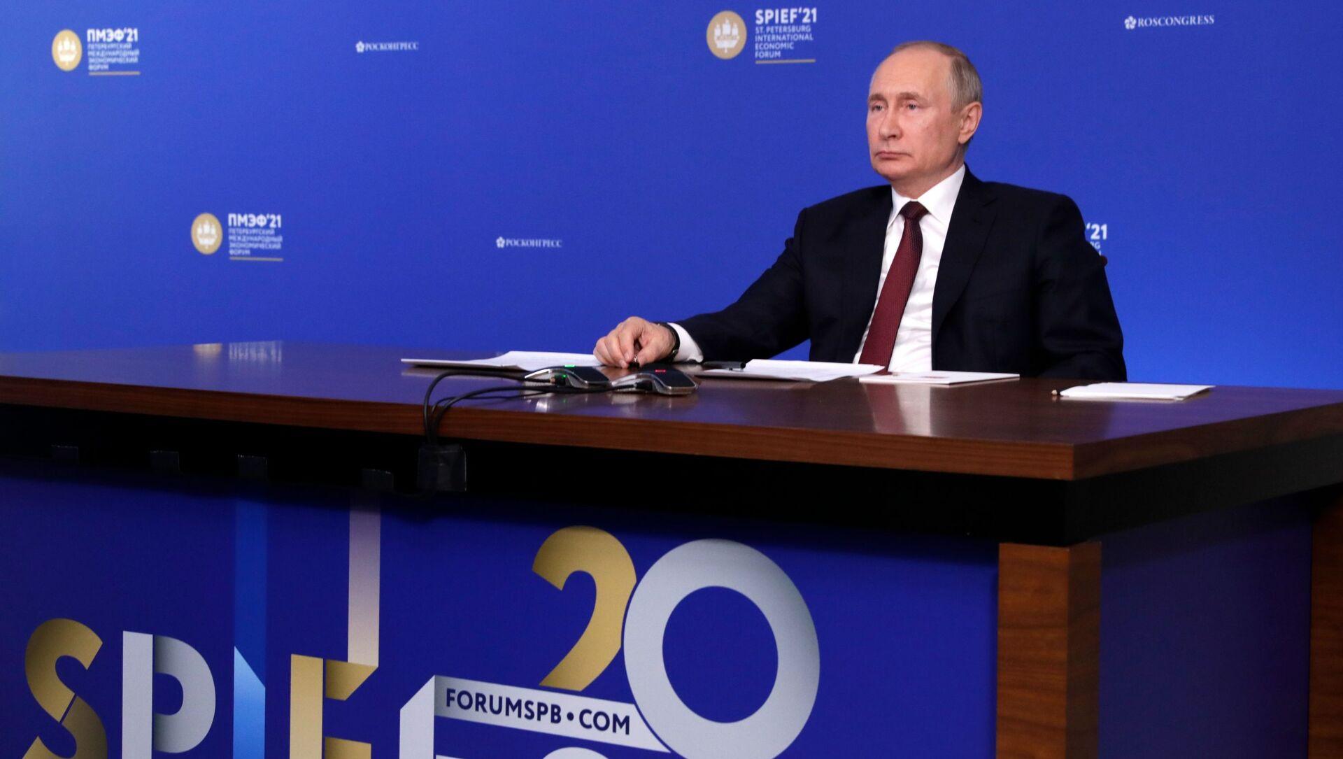 Tổng thống Nga Vladimir Putin tại Diễn đàn Kinh tế Quốc tế St. Petersburg - 2021. - Sputnik Việt Nam, 1920, 05.06.2021