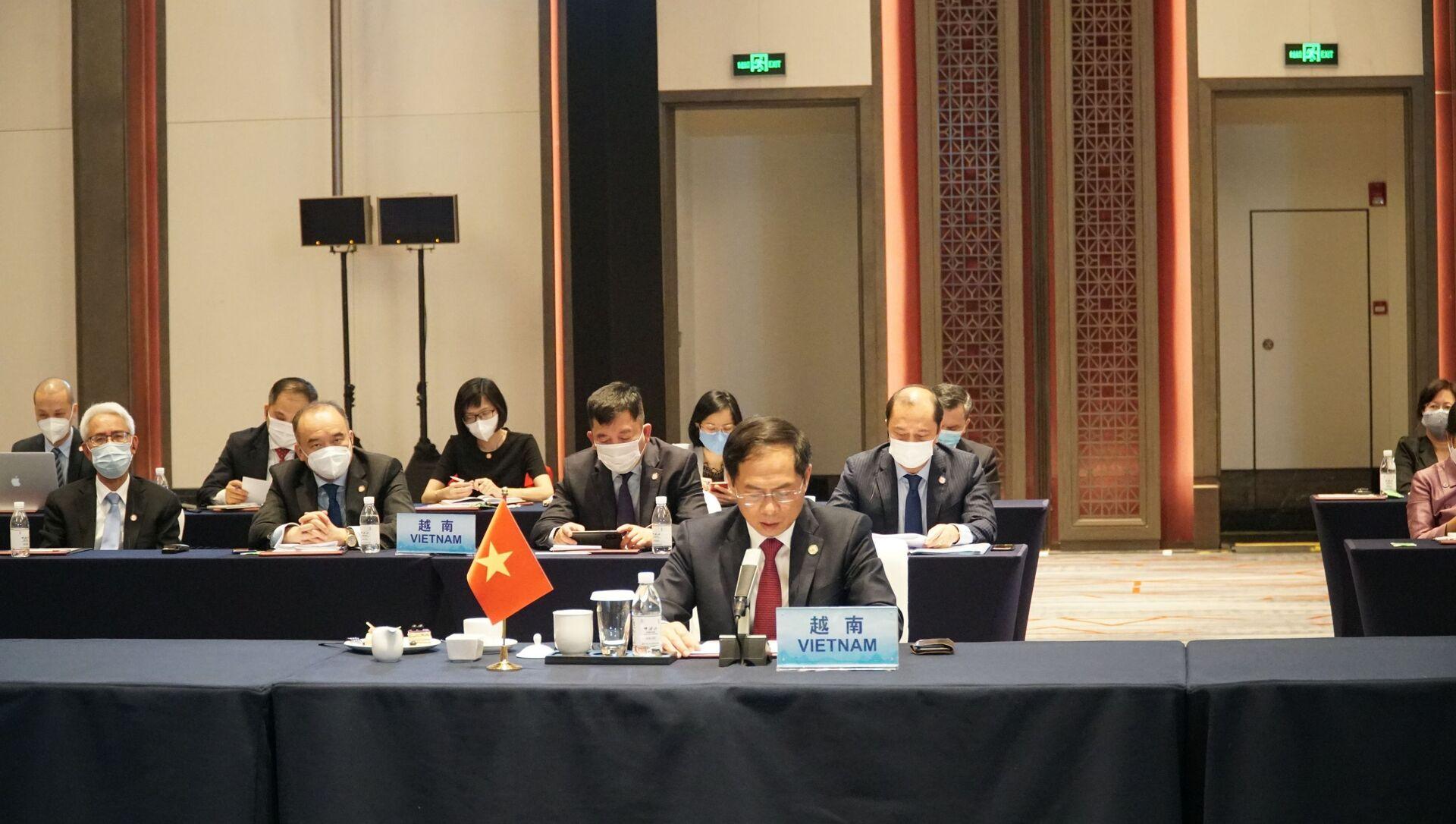 Bộ trưởng Ngoại giao Bùi Thanh Sơn tham dự Hội nghị đặc biệt Bộ trưởng Ngoại giao ASEAN - Trung Quốc.  - Sputnik Việt Nam, 1920, 08.06.2021