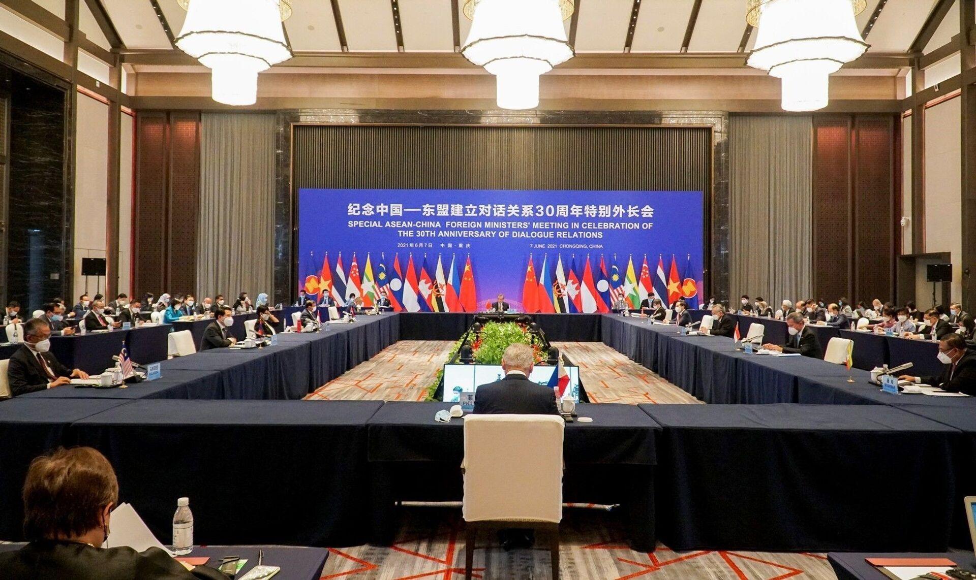 Có gì đặc biệt trong hội nghị tại Trung Quốc với sự tham gia của Bộ trưởng Ngoại giao Bùi Thanh Sơn? - Sputnik Việt Nam, 1920, 08.06.2021