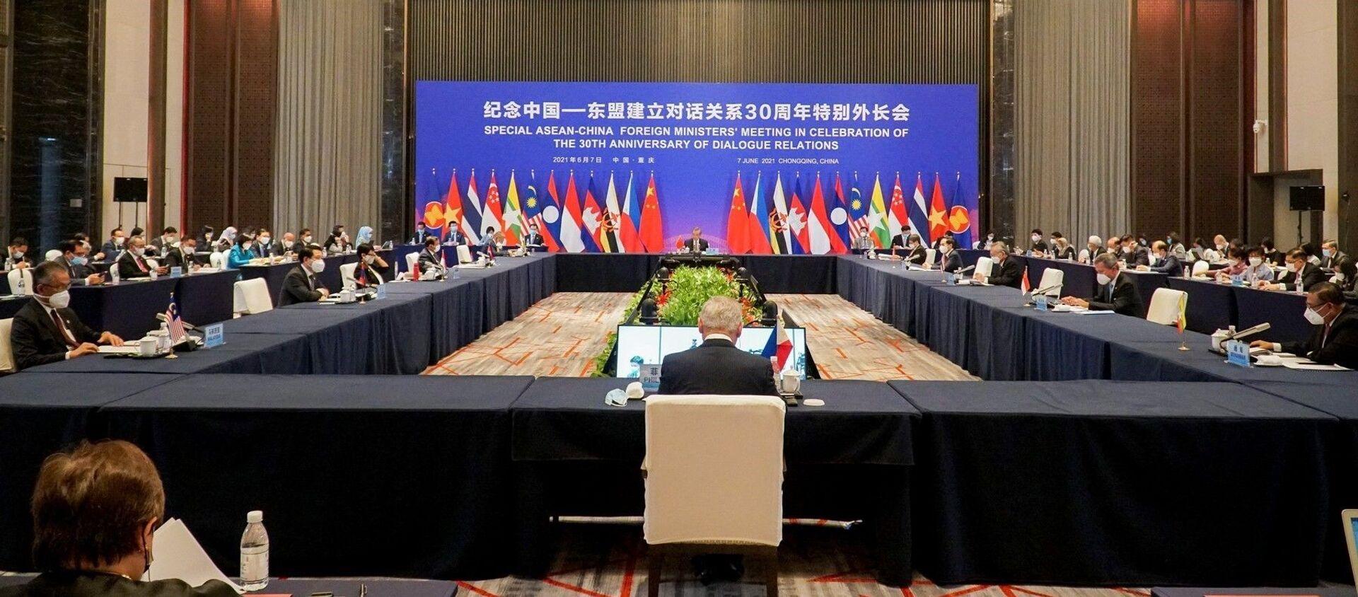 Việt Nam tham dự Hội nghị đặc biệt Bộ trưởng Ngoại giao ASEAN - Trung Quốc - Sputnik Việt Nam, 1920, 08.06.2021