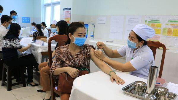 Tiêm vaccine phòng COVID-19 tại Bệnh viện Đa khoa tỉnh Vĩnh Long.  - Sputnik Việt Nam