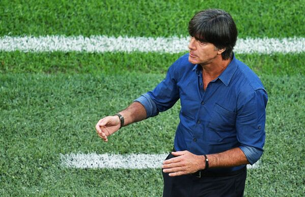 Vị trí thứ nhất thuộc về chuyên gia Đức Joachim Low. Thu nhập của ông là 4,75 triệu euro. - Sputnik Việt Nam