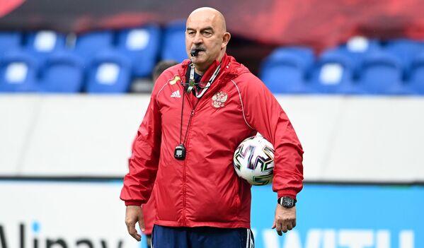 Đứng ở vị trí thứ 5 là HLV đội tuyển Nga Stanislav Cherchesov. Mức lương của ông là 2,5 triệu euro. - Sputnik Việt Nam