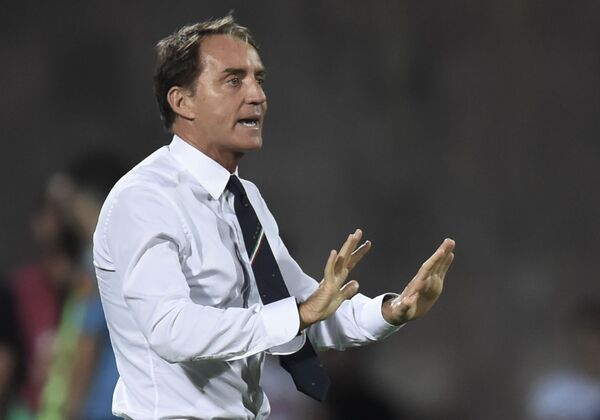 Ở vị trí thứ 7 là huấn luyện viên đội tuyển quốc gia Ý Roberto Mancini với thu nhập 2 triệu USD. - Sputnik Việt Nam