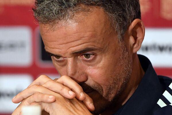 Đứng ở vị trí thứ 8 là HLV Tây Ban Nha Luis Enrique có thu nhập 1,5 triệu euro. Đáng chú ý là năm ngoái do coronavirus, chính ông Enrique đã yêu cầu cắt giảm 25% lương. - Sputnik Việt Nam