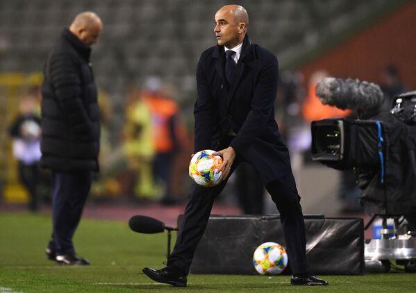Huấn luyện viên đội tuyển Bỉ Roberto Martinez khép lại Top-10 với 1,2 triệu euro. - Sputnik Việt Nam