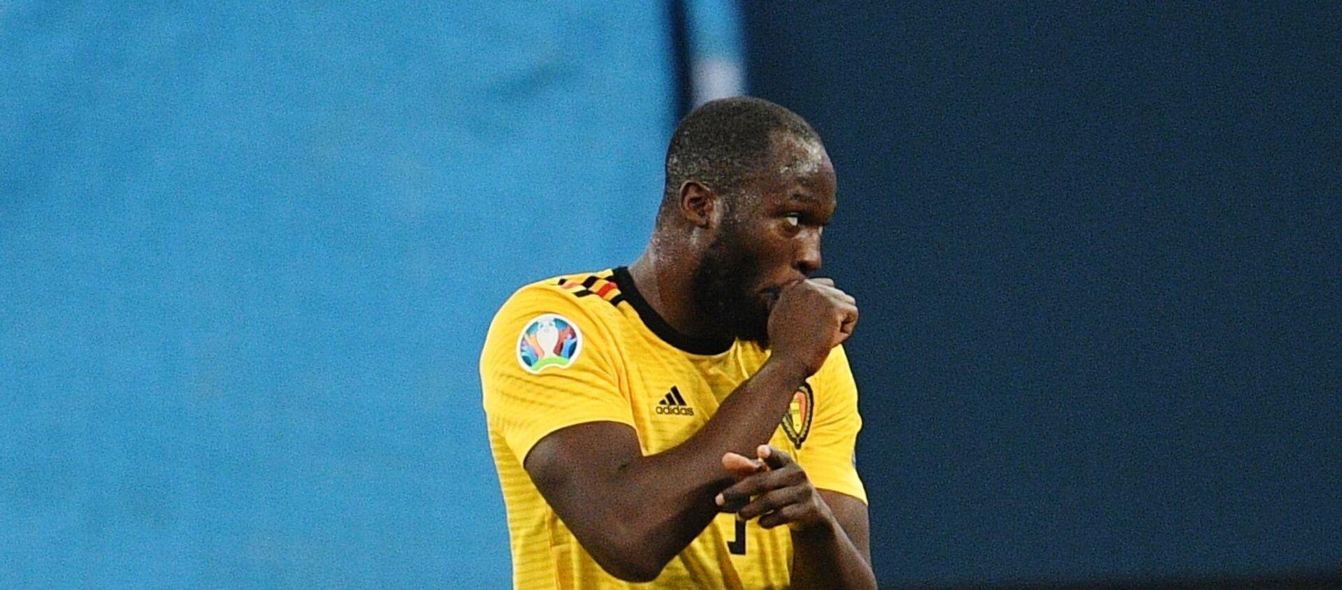 Romelu Lukaku (Bỉ) trong trận đấu vòng loại Giải vô địch bóng đá châu Âu 2020 giữa hai đội tuyển quốc gia Nga và Bỉ. - Sputnik Việt Nam, 1920, 09.06.2021
