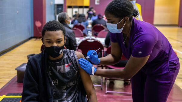 Tiêm vắc xin chống COVID-19 ở Hoa Kỳ. - Sputnik Việt Nam