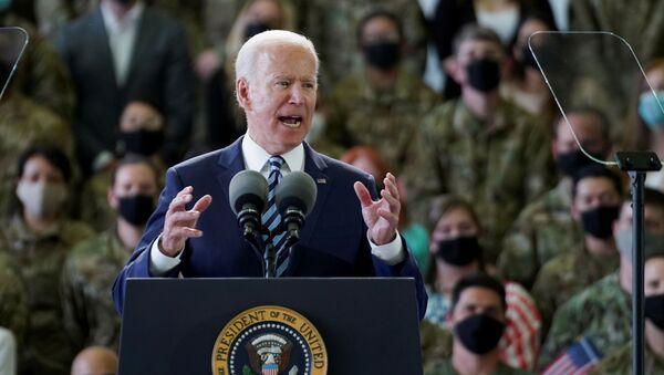 Tổng thống Hoa Kỳ Joe Biden phát biểu trước các quân nhân Lực lượng Không quân Hoa Kỳ và gia đình của họ tại Vương quốc Anh. - Sputnik Việt Nam