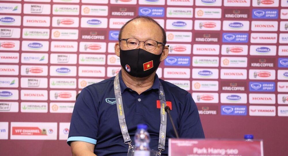 HLV Park Hang-seo tại cuộc họp báo