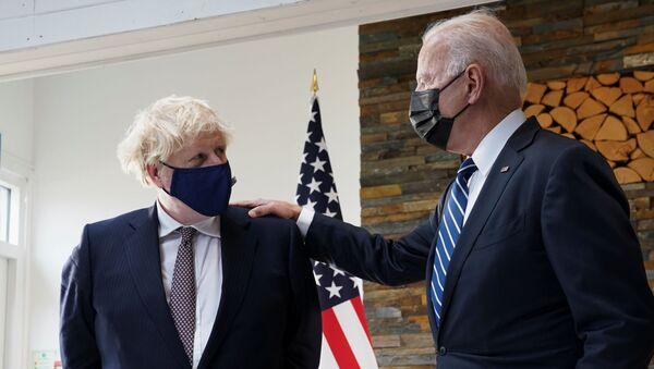 Tổng thống Hoa Kỳ Joe Biden và Thủ tướng Boris Johnson - Sputnik Việt Nam
