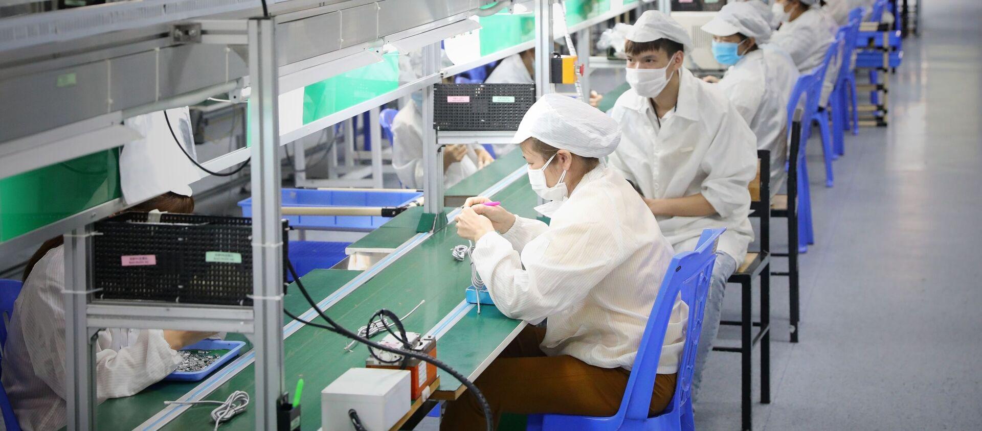 Сông nhân Công ty TNHH New Wing Interconnect Technology (KCN Vân Trung)ở huyện Việt Yên, tỉnh Bắc Giang  - Sputnik Việt Nam, 1920, 24.06.2021