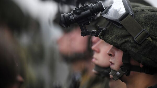 Các binh sĩ tại cuộc tập trận chiến lược chung của Belarus và Nga Tây 2017 ở khu vực Minsk - Sputnik Việt Nam