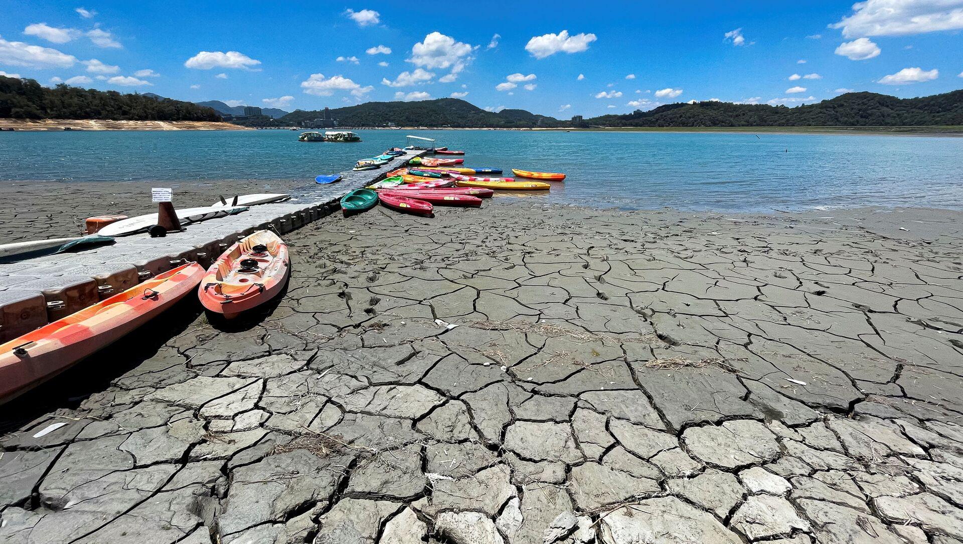 Hồ nước thấp San Moon trong đợt hạn hán trên một hòn đảo ở Nam Đầu, Đài Loan - Sputnik Việt Nam, 1920, 11.06.2021