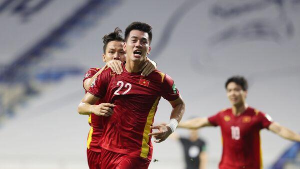 Tiền đạo Tiến Linh vui mừng khi ghi bàn thắng vào lưới đội tuyển Malaysia  - Sputnik Việt Nam
