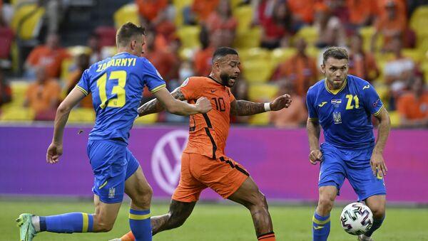 Trận đấu giữa đội tuyển Hà Lan và Ukraina tại Euro 2020 - Sputnik Việt Nam