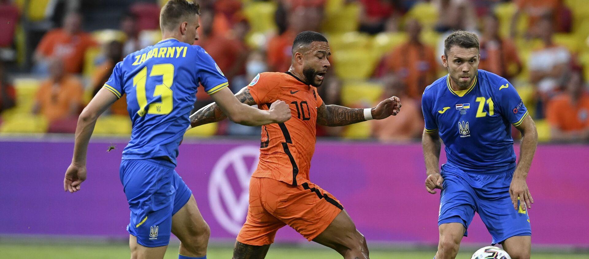 Trận đấu giữa đội tuyển Hà Lan và Ukraina tại Euro 2020 - Sputnik Việt Nam, 1920, 14.06.2021