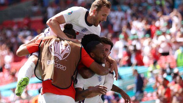 Các cầu thủ Anh sau khi ghi bàn vào lưới Croatia tại EURO 2020. - Sputnik Việt Nam