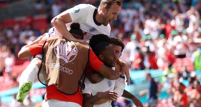 Các cầu thủ Anh sau khi ghi bàn vào lưới Croatia tại EURO 2020.