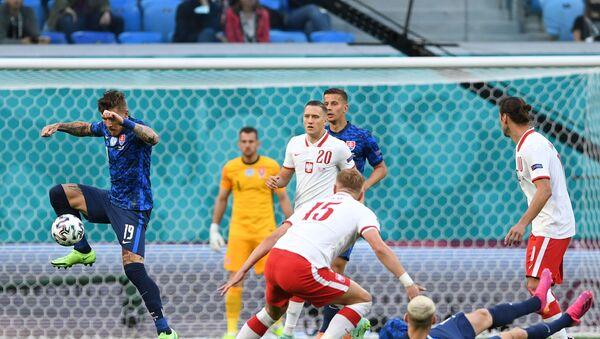 Trận đấu vòng bảng của Giải Vô địch Bóng đá châu Âu EURO 2020 giữa đội tuyển Ba Lan và đội tuyển Slovakia - Sputnik Việt Nam
