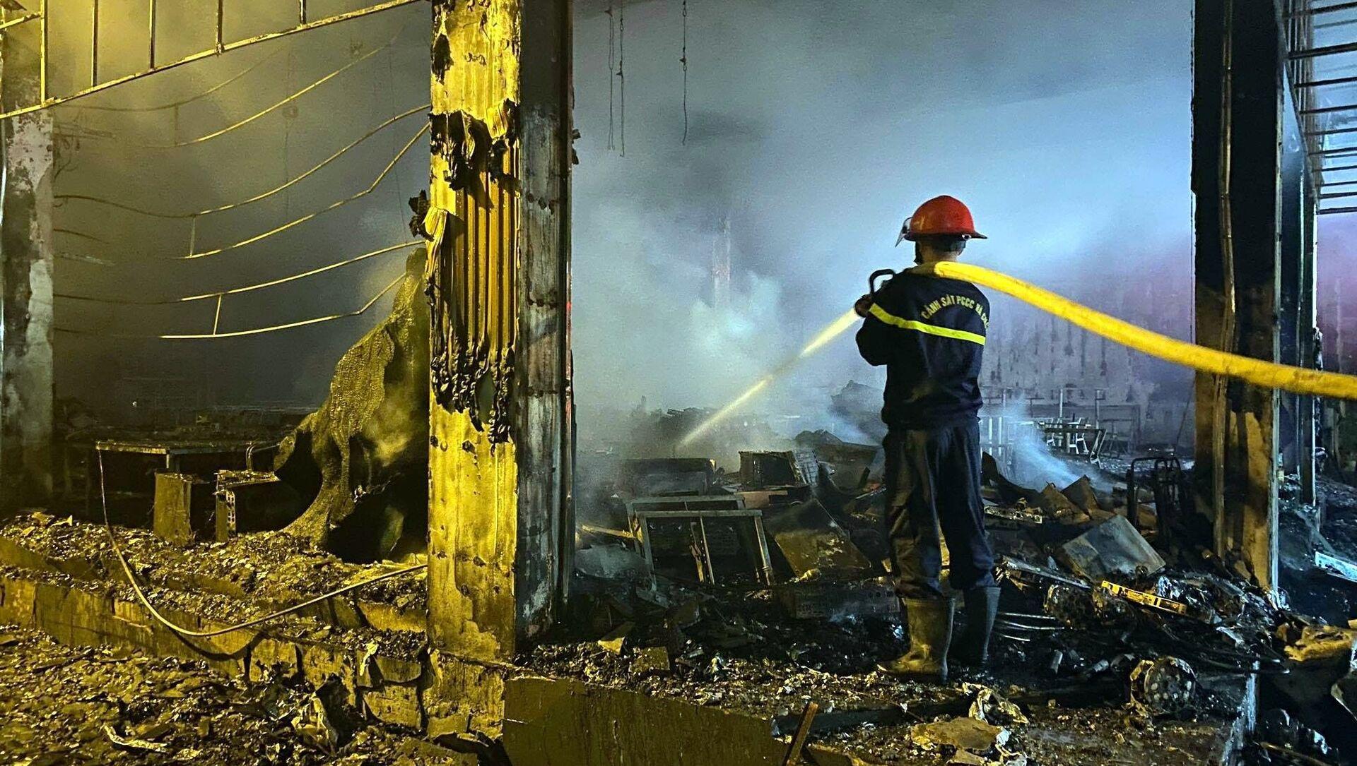 Một phòng trà ở thành phố Vinh cháy dữ dội khiến 6 người thiệt mạng - Sputnik Việt Nam, 1920, 15.06.2021