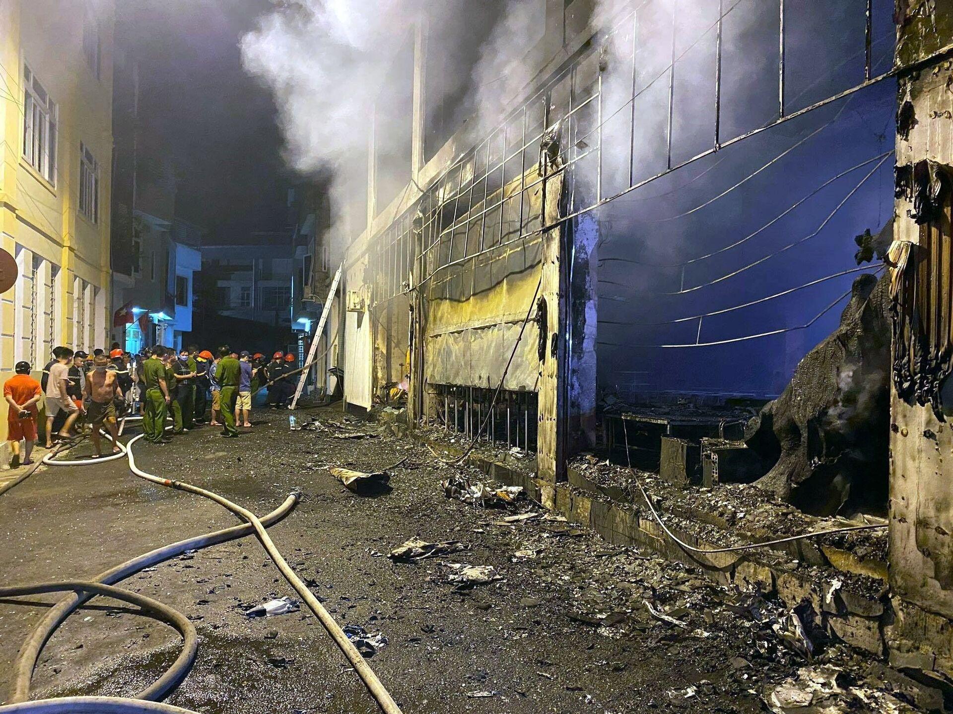 Cháy lớn thiêu rụi phòng trà tại TP Vinh, ít nhất 6 người tử vong - Sputnik Việt Nam, 1920, 15.06.2021