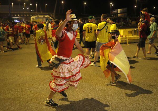 Cổ động viên của đội tuyển quốc gia Tây Ban Nha sau trận Tây Ban Nha-Thụy Điển - Sputnik Việt Nam