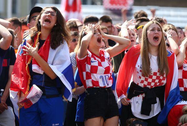 Cổ động viên đội tuyển quốc gia Croatia trong trận đấu Croatia-Anh - Sputnik Việt Nam