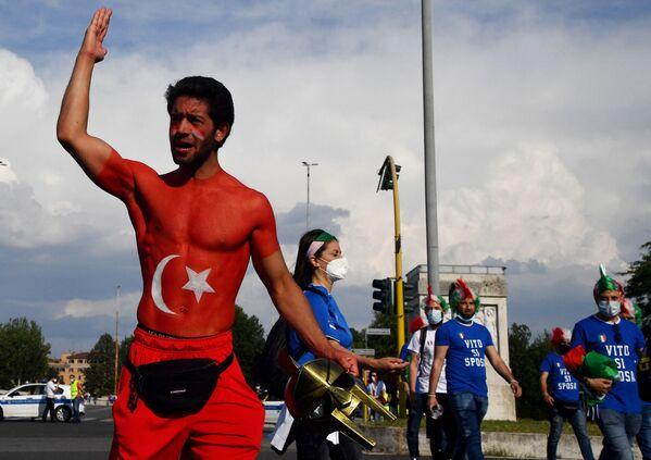 Cổ động viên của đội tuyển quốc gia Thổ Nhĩ Kỳ tại Sân vận động «Olympic» ở Roma - Sputnik Việt Nam