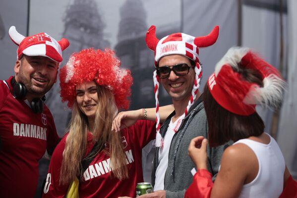 Người hâm mộ của đội tuyển quốc gia Đan Mạch trước khi bắt đầu trận đấu Đan Mạch - Phần Lan - Sputnik Việt Nam
