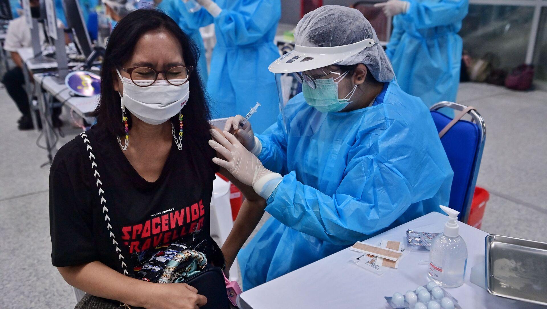 Tiêm vắc xin Coronavirus ở Thái Lan. - Sputnik Việt Nam, 1920, 28.08.2021