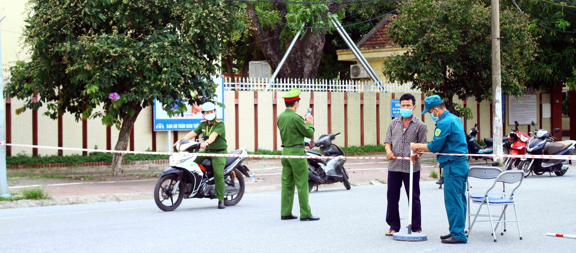 Nghệ An: Phong tỏa 3 khối phường Hưng Dũng sau khi phát hiện trường hợp thứ 2 dương tính với SARS-CoV-2 - Sputnik Việt Nam, 1920, 16.06.2021