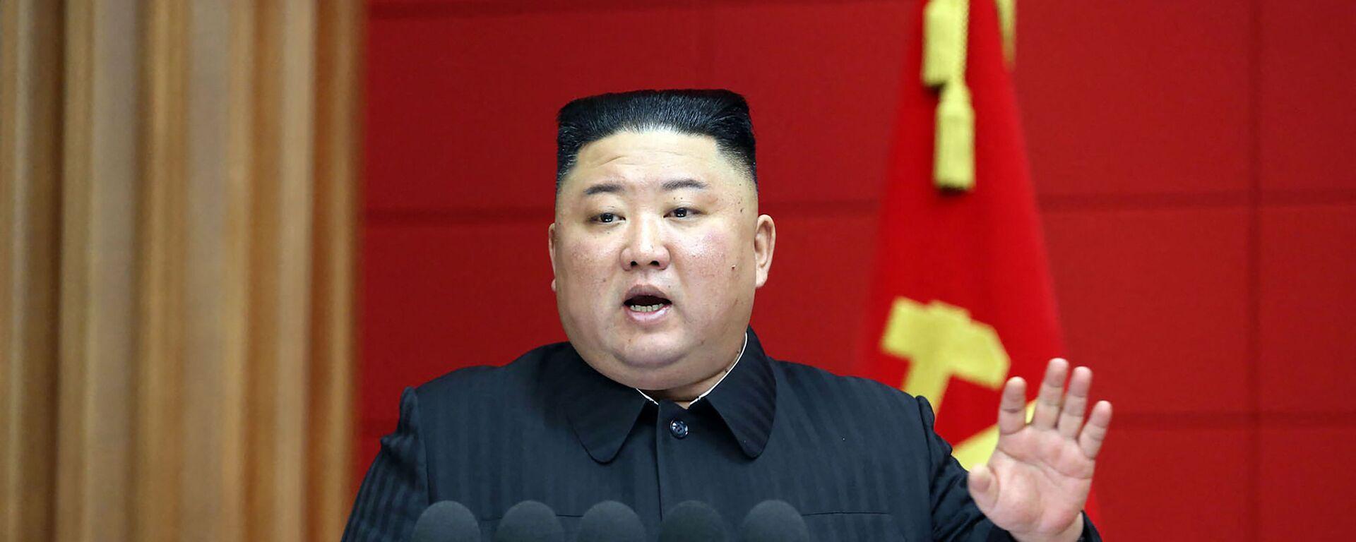 Bức ảnh này được chụp vào ngày 6 tháng 3 năm 2021 và được công bố từ Hãng thông tấn trung ương chính thức của Triều Tiên (KCNA) vào ngày 7 tháng 3 năm 2021 cho thấy nhà lãnh đạo Triều Tiên Kim Jong Un phát biểu trong Khóa học ngắn đầu tiên dành cho các Bí thư Thành ủy và Quận ủy ở Bình Nhưỡng ... - Sputnik Việt Nam, 1920, 30.06.2021
