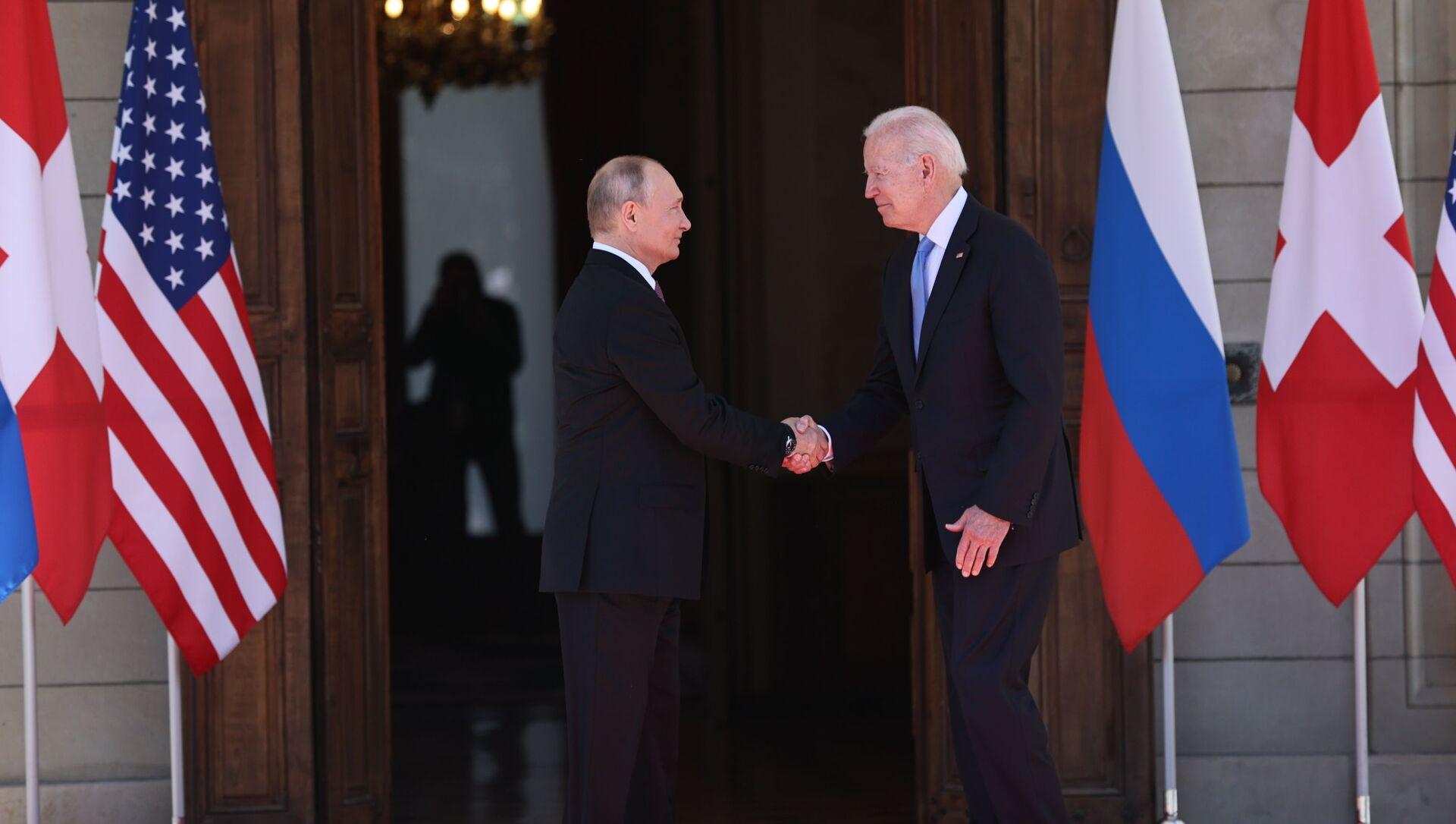 Tổng thống Nga Vladimir Putin và Tổng thống Mỹ Joe Biden tại hội nghị thượng đỉnh Geneva - Sputnik Việt Nam, 1920, 17.06.2021