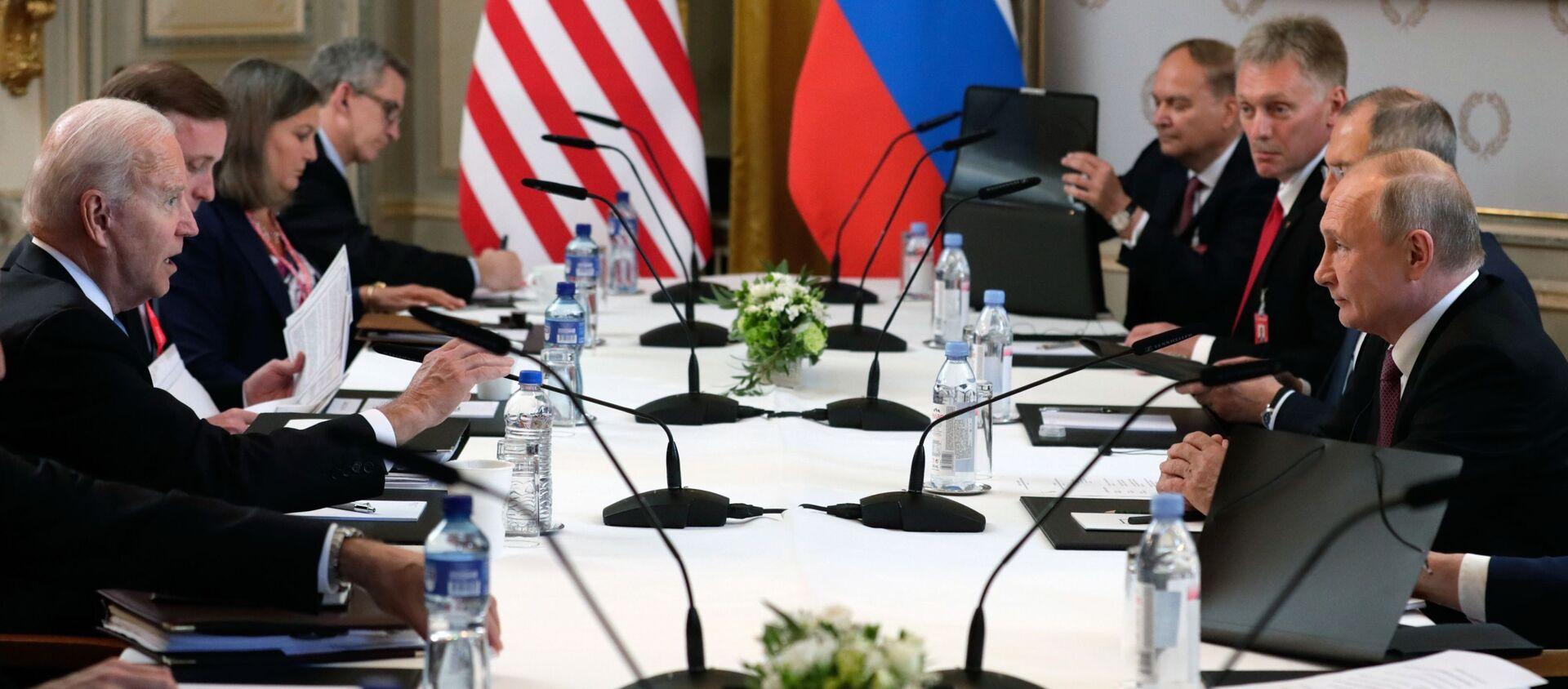 Cuộc gặp của Tổng thống Nga và Hoa Kỳ V.Putin và J.B Biden tại Geneva - Sputnik Việt Nam, 1920, 17.06.2021
