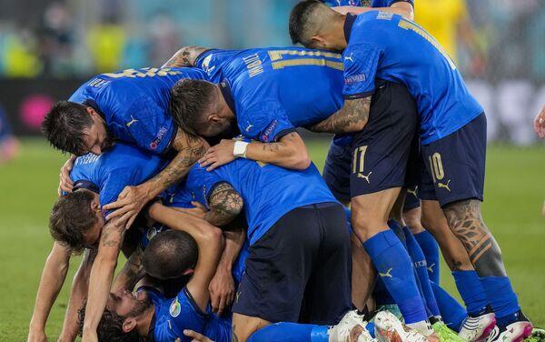 Trận đấu vòng bảng giữa đội tuyển Ý và đội tuyển Thụy Sĩ tại EURO 2020 - Sputnik Việt Nam