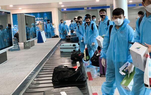 Các tuyển thủ Việt Nam tại sân bay Tân Sơn Nhất (TP.Hồ Chí Minh) - Sputnik Việt Nam