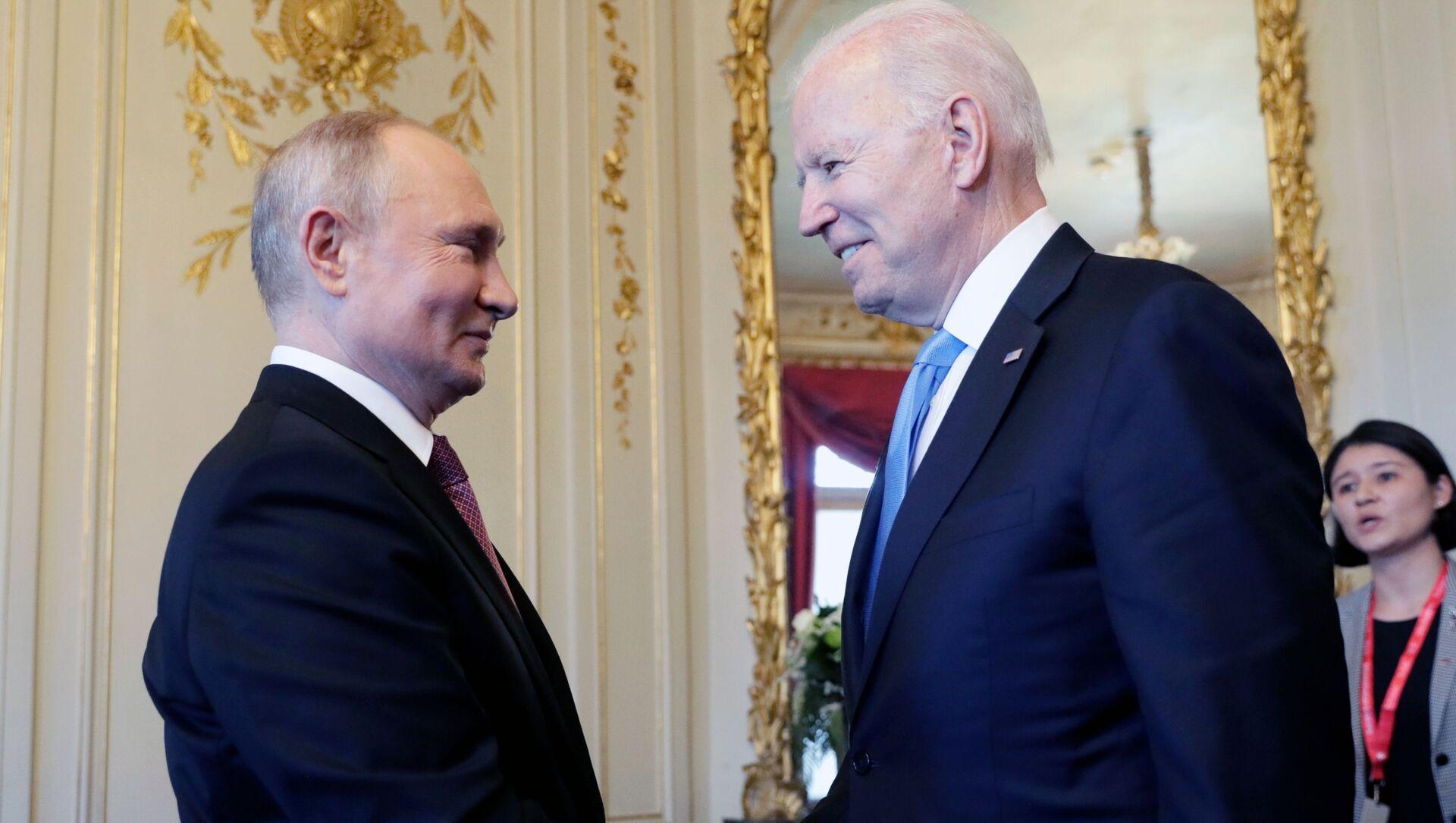 Cuộc gặp đầu tiên giữa hai vị Tổng thống Putin và Biden tại Geneva. - Sputnik Việt Nam, 1920, 01.10.2021