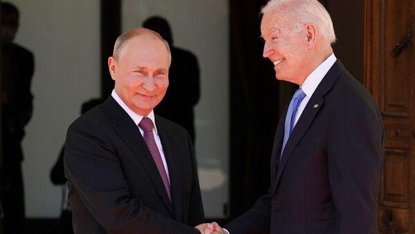 Cuộc gặp đầu tiên giữa hai vị Tổng thống Putin và Biden tại Geneva. - Sputnik Việt Nam