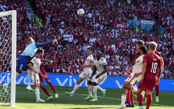 Trận đấu vòng bảng của Giải Vô địch Bóng đá châu Âu EURO 2020 giữa đội tuyển Đan Mạch và đội tuyển Bỉ. - Sputnik Việt Nam