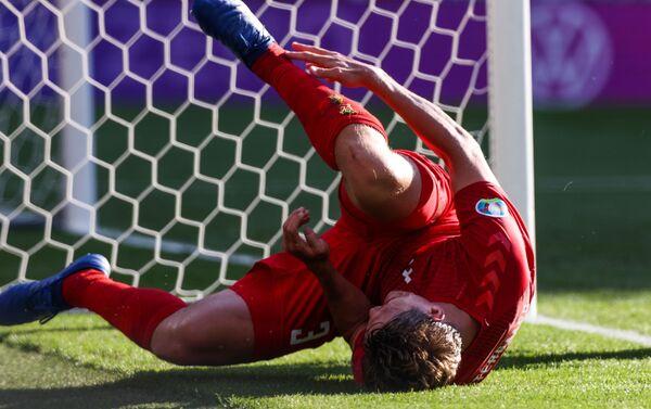 Tuyển thủ quốc gia Đan Mạch Jannik Vestergaard trong trận đấu lượt trận thứ 2 vòng bảng Giải vô địch EURO 2020 giữa đội tuyển Đan Mạch và Bỉ. - Sputnik Việt Nam
