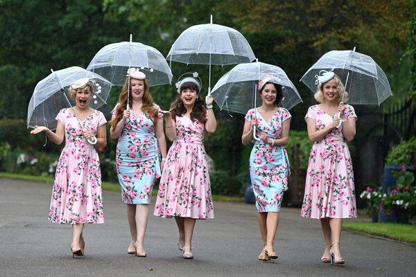 Các thành viên của ban nhạc jazz «Tootsie Rollers» tại cuộc đua Royal Ascot ở Ascot, Vương quốc Anh - Sputnik Việt Nam