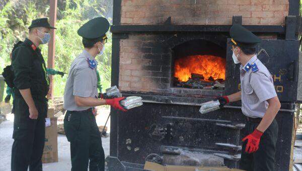 Tiêu hủy 288 bánh hêrôin trong vụ án Trần Văn Bằng - Sputnik Việt Nam