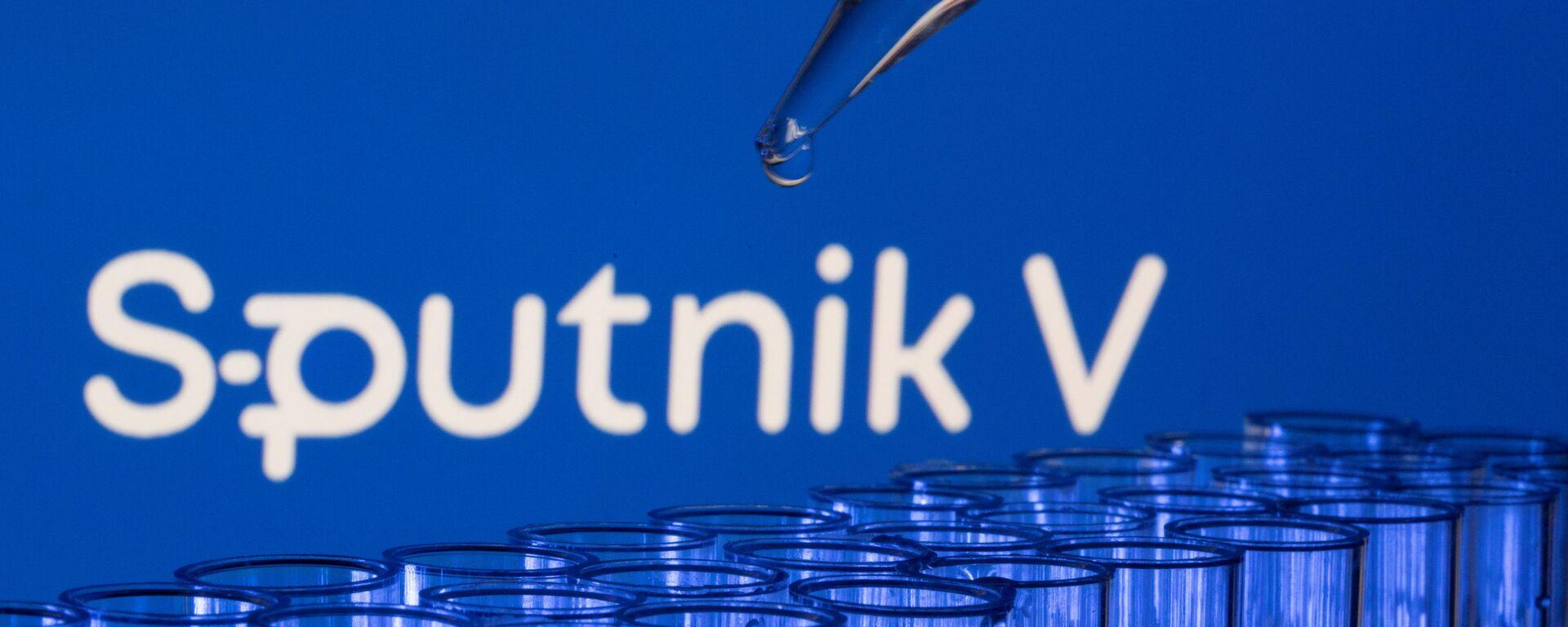 Các ống est được nhìn thấy phía trước logo Sputnik V được hiển thị trong hình minh họa này được chụp, ngày 21 tháng 5 năm 2021. - Sputnik Việt Nam, 1920, 18.06.2021