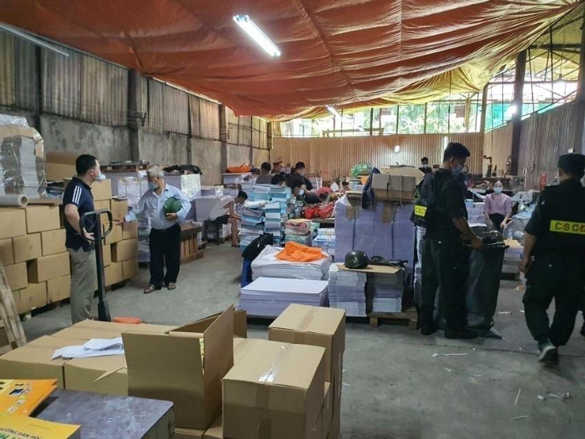 Hà Nội: Triệu tập hàng chục đối tượng liên quan đến đường dây làm giả 3 triệu cuốn sách - Sputnik Việt Nam, 1920, 20.06.2021
