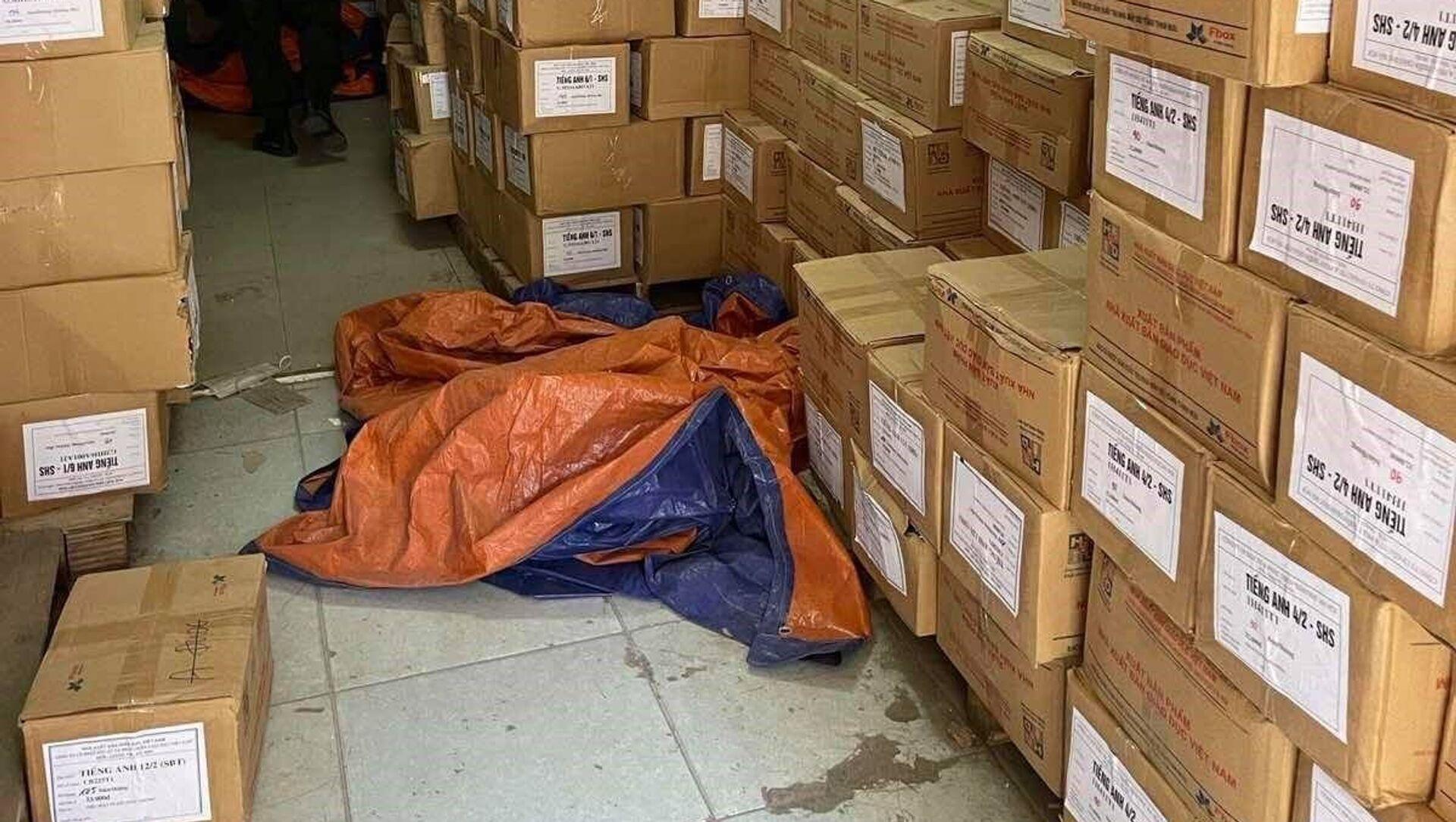 Cơ quan chức năng thu giữ hàng triệu cuốn sách sách giáo khoa thành phẩm giả, nhiều phương tiện, sổ sách, chứng từ kế toán liên quan đến việc sản xuất, mua bán, tiêu thụ sách giả. - Sputnik Việt Nam, 1920, 20.06.2021