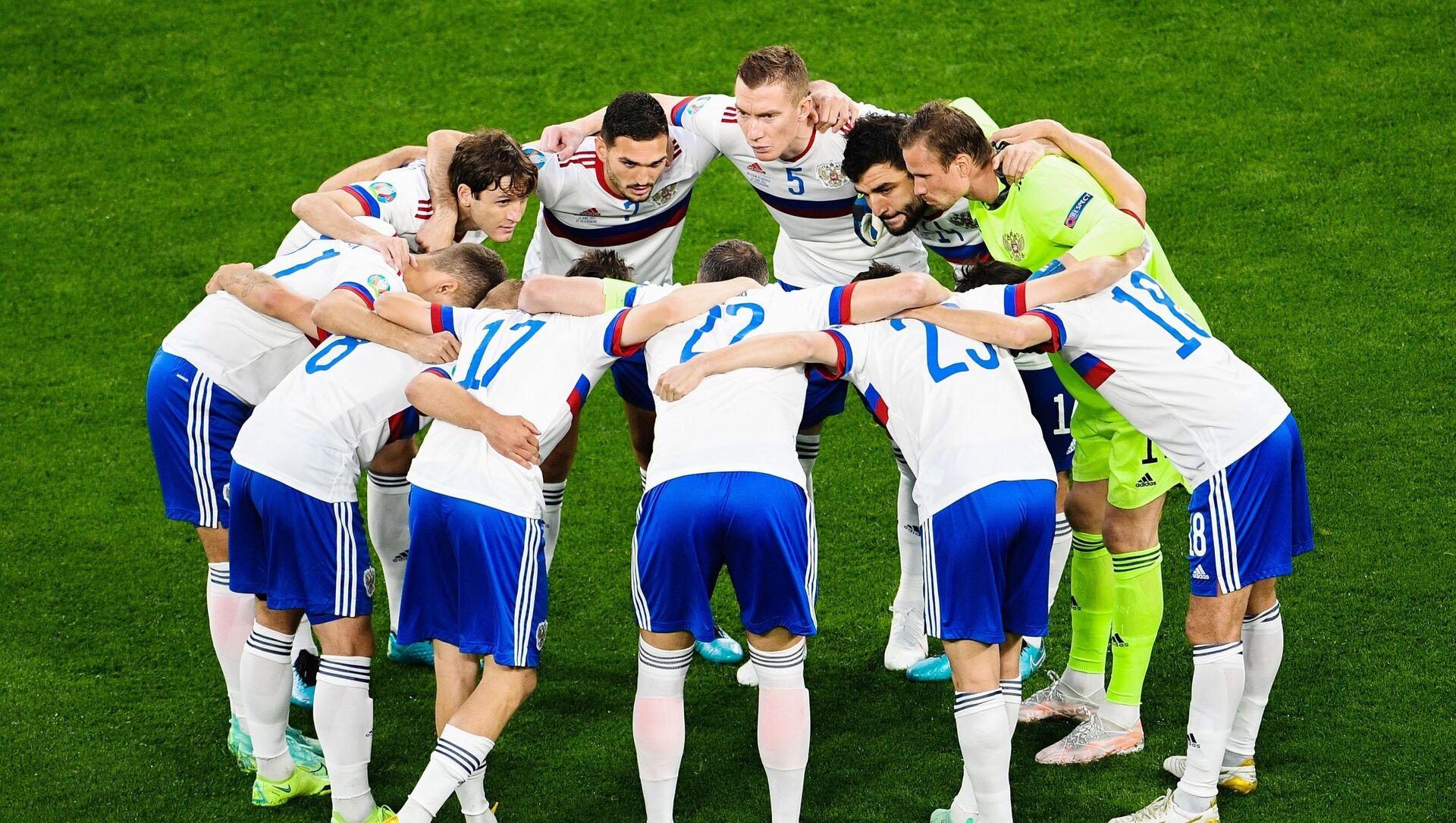 Các cầu thủ đội tuyển Nga trước lúc xuất quân bắt đầu lượt đấu vòng bảng thứ nhất của EURO 2020. - Sputnik Việt Nam, 1920, 21.06.2021