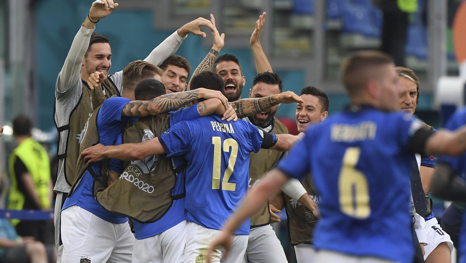 Trận đấu vòng bảng của Giải Vô địch Bóng đá châu Âu EURO 2020 giữa đội tuyển Ý và đội tuyển Xứ Wales - Sputnik Việt Nam, 1920, 21.06.2021